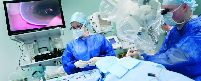 Операция кохлеарной имплантации в Центре слуха и речи Мединкус. Фото