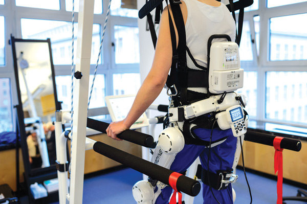 Реабилитация опорно-двигательного аппарата, экзоскелет HAL. Фото