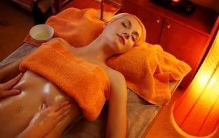 Лечение бесплодия народными средствами: массаж. Фото