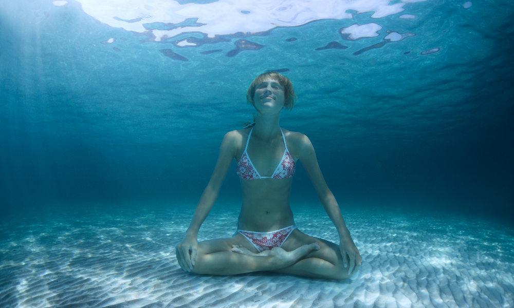 подводная йога. фото